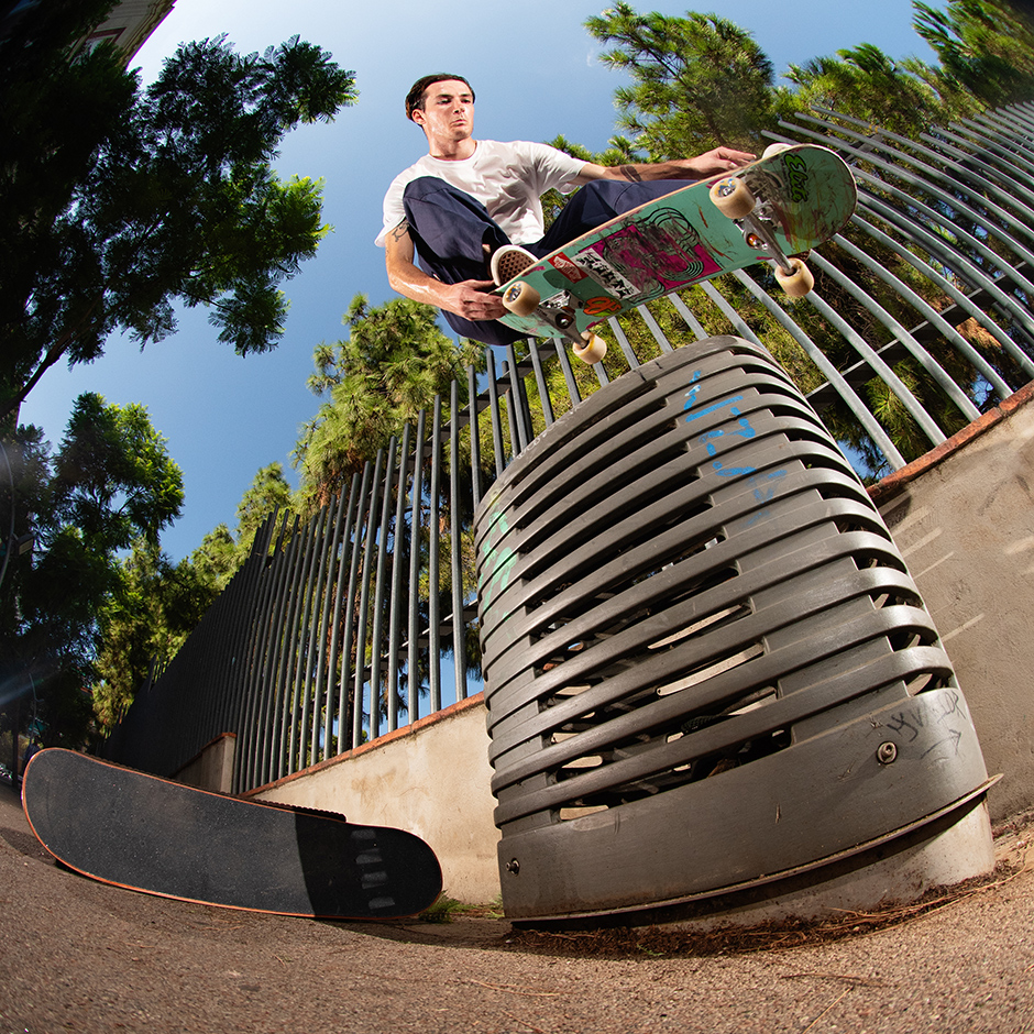 Diego kills it on both sides of the lens. Gelek Gonzalez nosebonk tailgrab in BCN. Photo: Diego Bucchieri